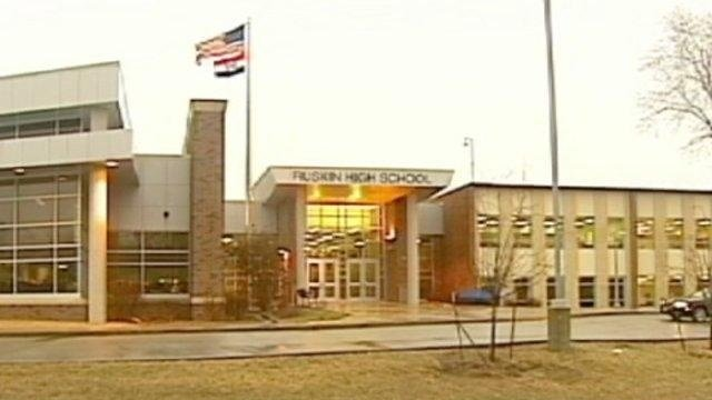 Student in critical condition after fight involving another student and parent at Ruskin High School https://t.co/NVuMGNbu8i