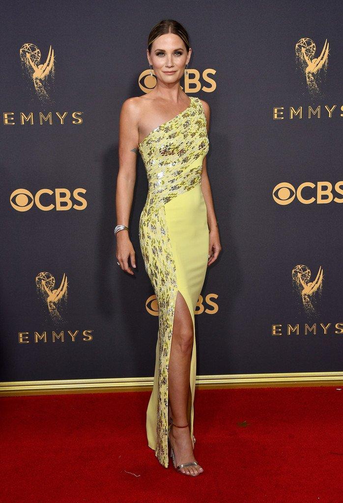 Jennifer nettles wore a resort 2018 yellow dress to the ... Emmy S 2018