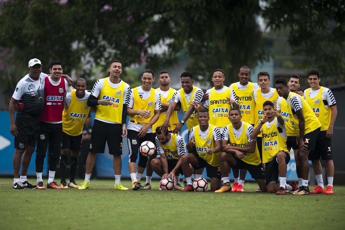 É AMANHÃ! ⚪⚫ Elenco santista realizou último treino antes do jogo decisivo pelo #CaminhoDoTetra!