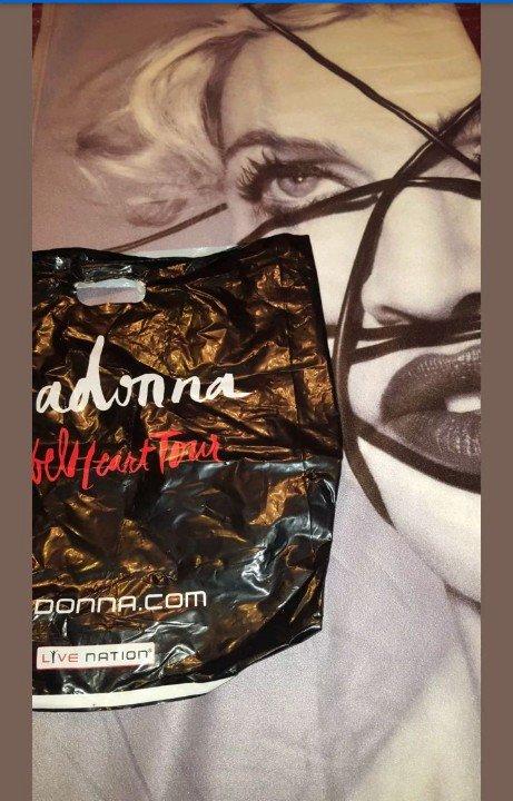 #Madonna Fans, Bid On This #rare #rebelheart blanket only on eBay  http://www. ebay.com/itm/2226483949 02 &nbsp; …  #madonna #ebay<br>http://pic.twitter.com/nBbi7ksUA3