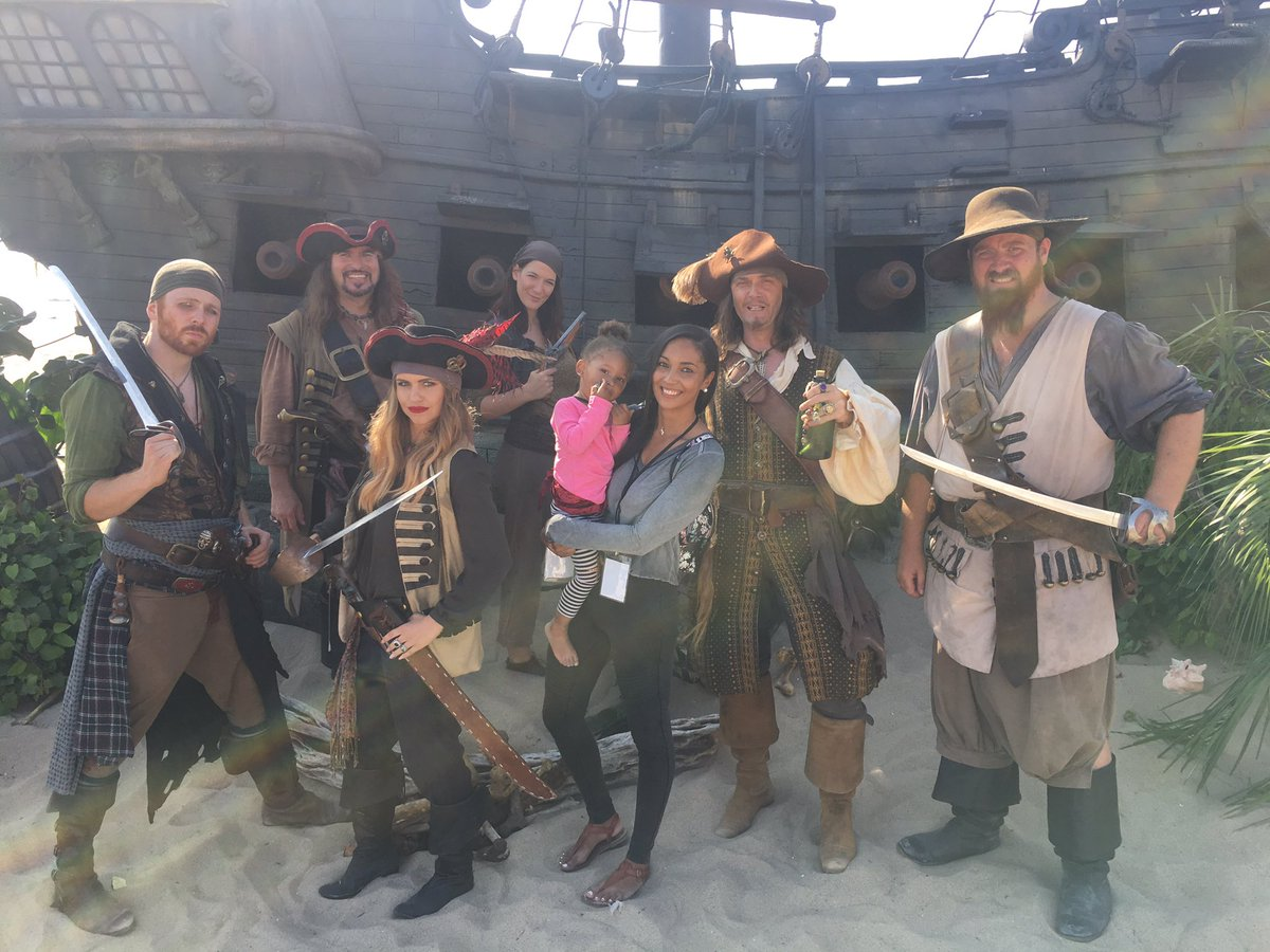 #TalkLikeAPirateDay event today!! Zoey had a blast! Thanks to u #PiratesOfTheCaribbean5 #Disney<br>http://pic.twitter.com/liWPVUnoLc