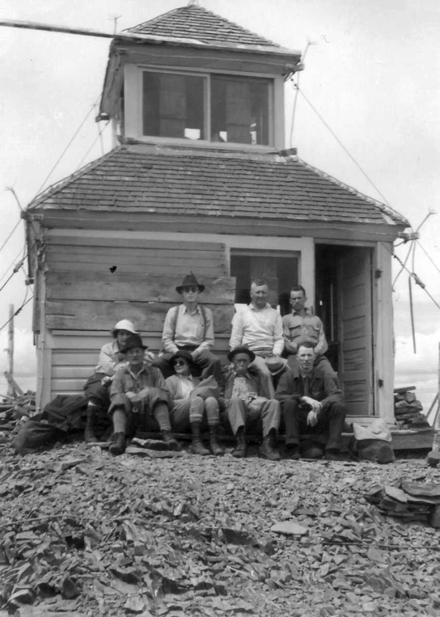 The lookout operators at Strawberry Lookout on the Malheur NF, #Oregon back in 1927 #Throwback <br>http://pic.twitter.com/IceLyzxZgR