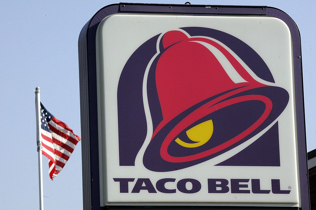 Taco Bell to get rid of drive-thru, add booze in 300 new locations