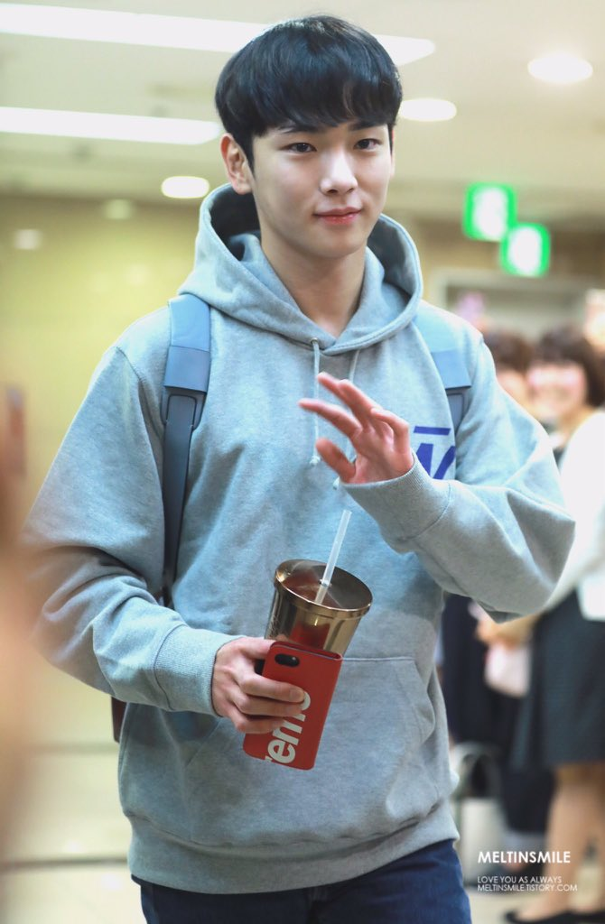 170920 #Key on his way to &#39;Save the Green Planet&#39; Musical cr.owner <br>http://pic.twitter.com/kkkTFLmhP0