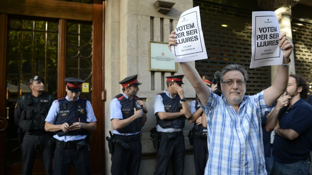 Spanish police arrest top aide to Catalan vice-president https://t.co/tl50vHRciF