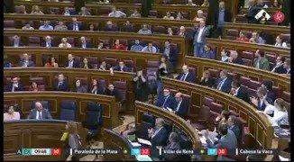 Nuevo rifirrafe entre @marianorajoy y @gabrielrufian en @Congreso_Es por Cataluña. Los diputados de ERC han abandonado el hemiciclo #EXN https://t.co/VPFM4EpOHo