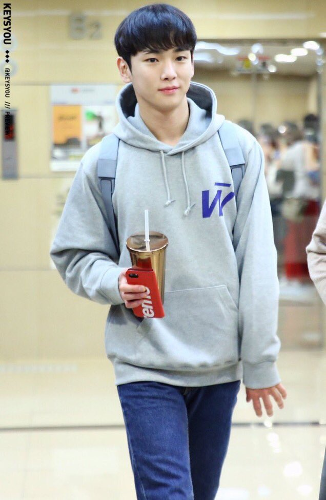 170920 KEY   SWEAT→87mm sneaker→VANS iPhone cover→→LouisVuitton×supreme  #key <br>http://pic.twitter.com/Jz67LGfXlr