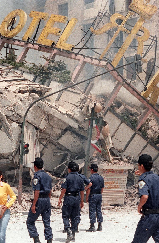 Séisme au Mexique : le pays frappé 32 ans jour pour jour après les plus de 10.000 victimes de 1985 https://t.co/QlWLiwYSBn