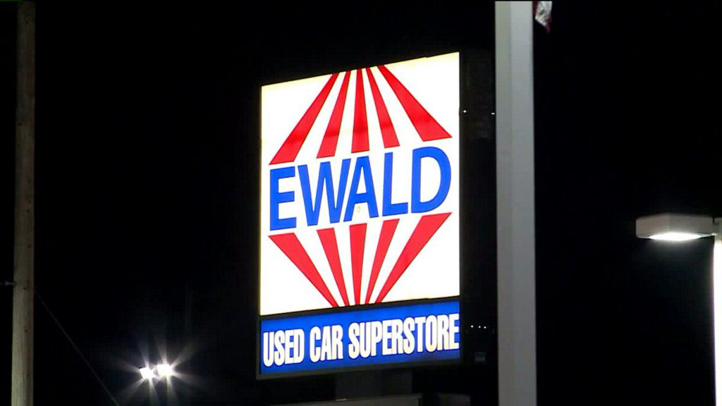 Police: Suspects steal 2 vehicles from Ewald Chrysler Jeep Dodge Ram in Franklin