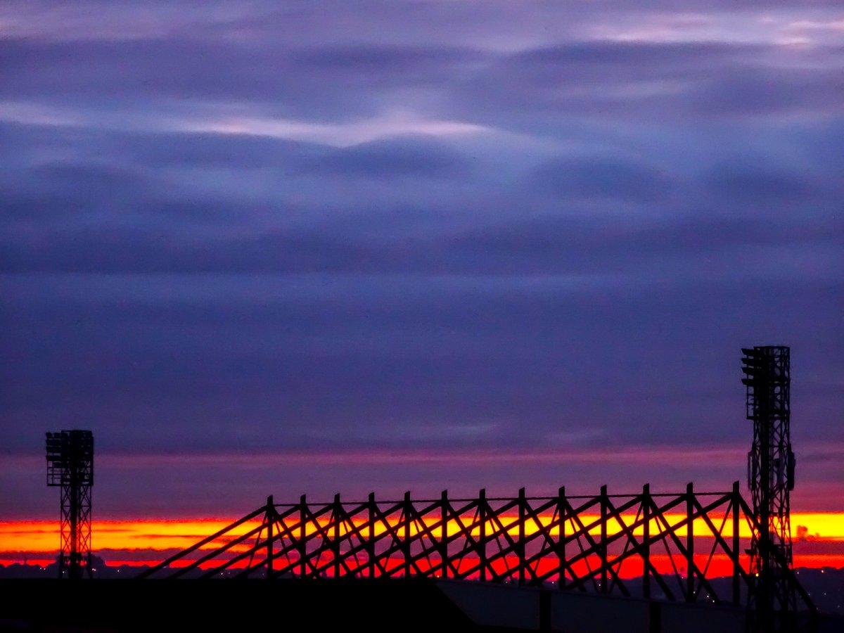 Sunrise over Barnsley Football Ground @bfc_official @bfccommunity #COYR #barnsleyfc #barnsleyisbrill #southyorkshire <br>http://pic.twitter.com/4OV9JhoEXl