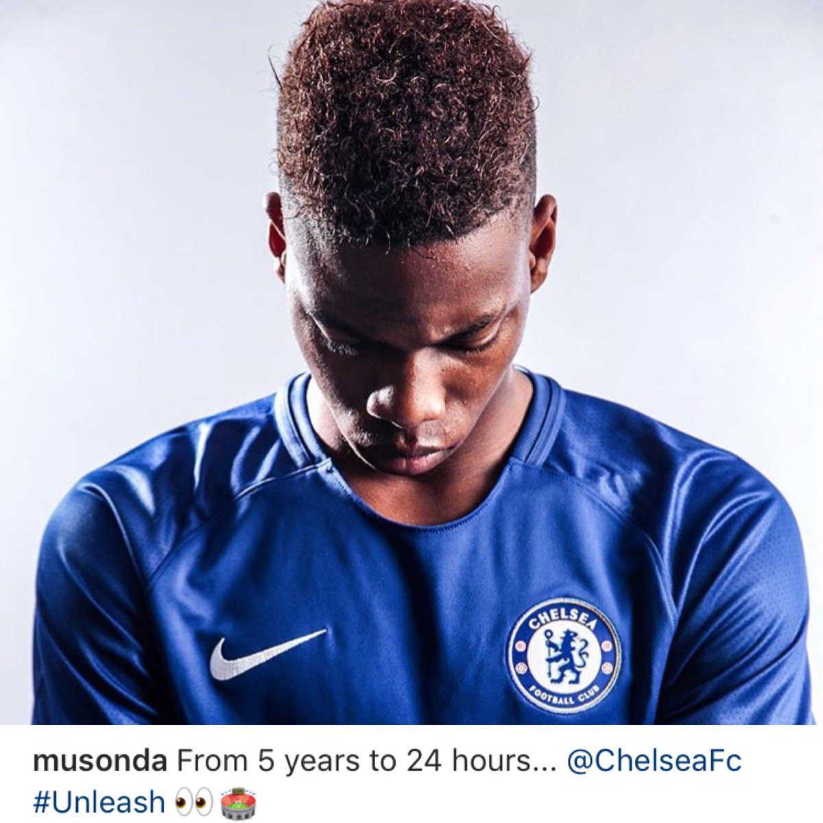 This man is ready for his first Chelsea start. Charly Musonda has been waiting for this a chance a long time.  https:// m.hln.be/sport/voetbal/ buitenlands-voetbal/er-is-er-een-dolblij-musonda-krijgt-eerste-basisplaats-bij-chelsea~abfb47b1/ &nbsp; …  #cfc <br>http://pic.twitter.com/AVaZcKUcAJ
