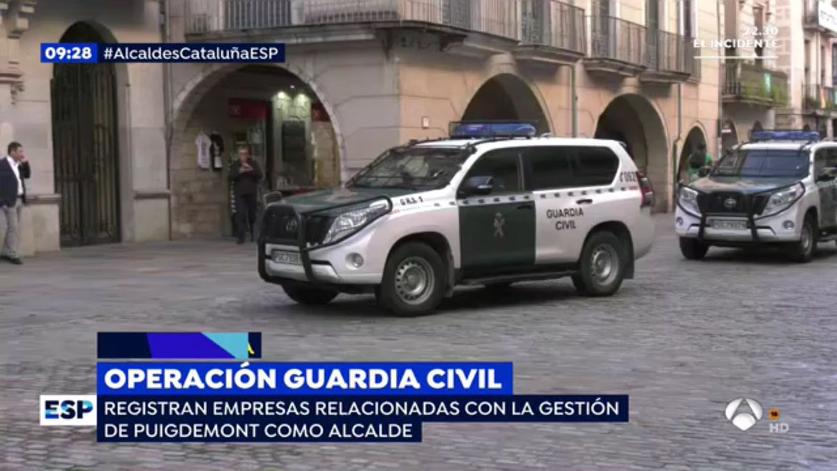 The end of #autonomy in #Catalonia #Catalunya.  Armed militarised #police are entering 4 #Catalan government ministries right now. #votaxmi<br>http://pic.twitter.com/8TgvzGdKkt