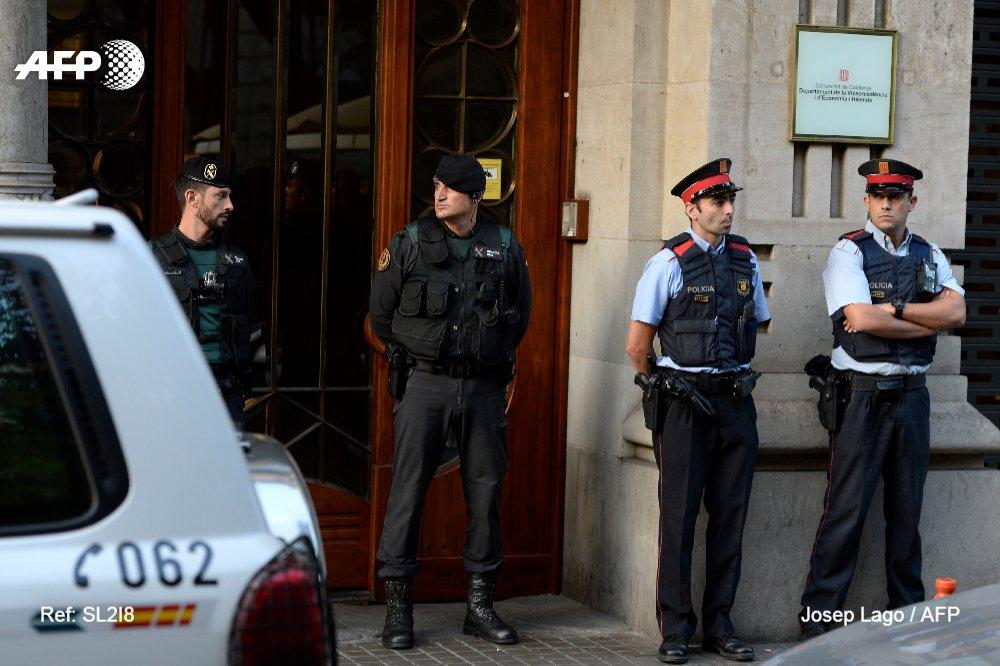 Référendum en Catalogne: perquisitions au siège de l'exécutif régional à Barcelone https://t.co/DeDJXdzjqR #AFP