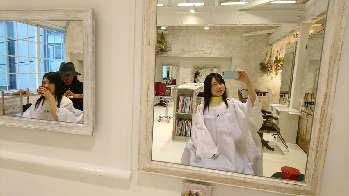 Mika Rika フリー素材アイドル Twitter પર 今日は2人で美容室 スタイリストさんがrikaの髪カットしてる間 私は待ち Mika 双子 双子姉妹 同じ美容室 同じスタイリストさん