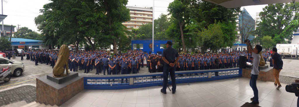 Manila Police getting ready for the National day of protest tomorrow   via @ZyannAmbrosio https://t.co/jp0Gmh2i63