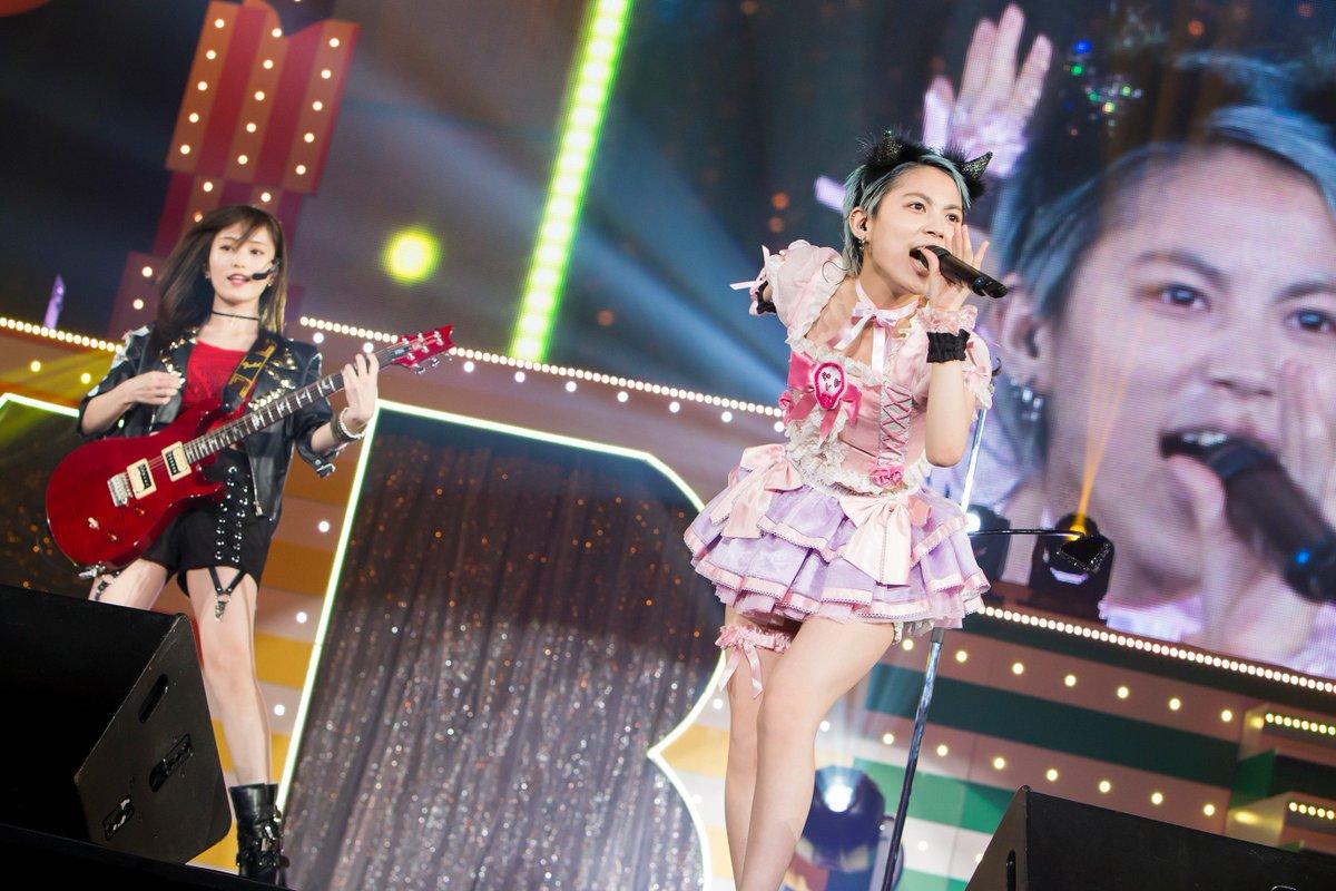 NMB48アリーナツアー初日レポート 木下百花が涙、さや姉とキス、ヘドバンで「ももきー」も…【セットリスト掲載】 https://t.co/YYbtFvIwhU   #NMB48 #木下百花 #山本彩 #HIKAKIN @SayakaNeon