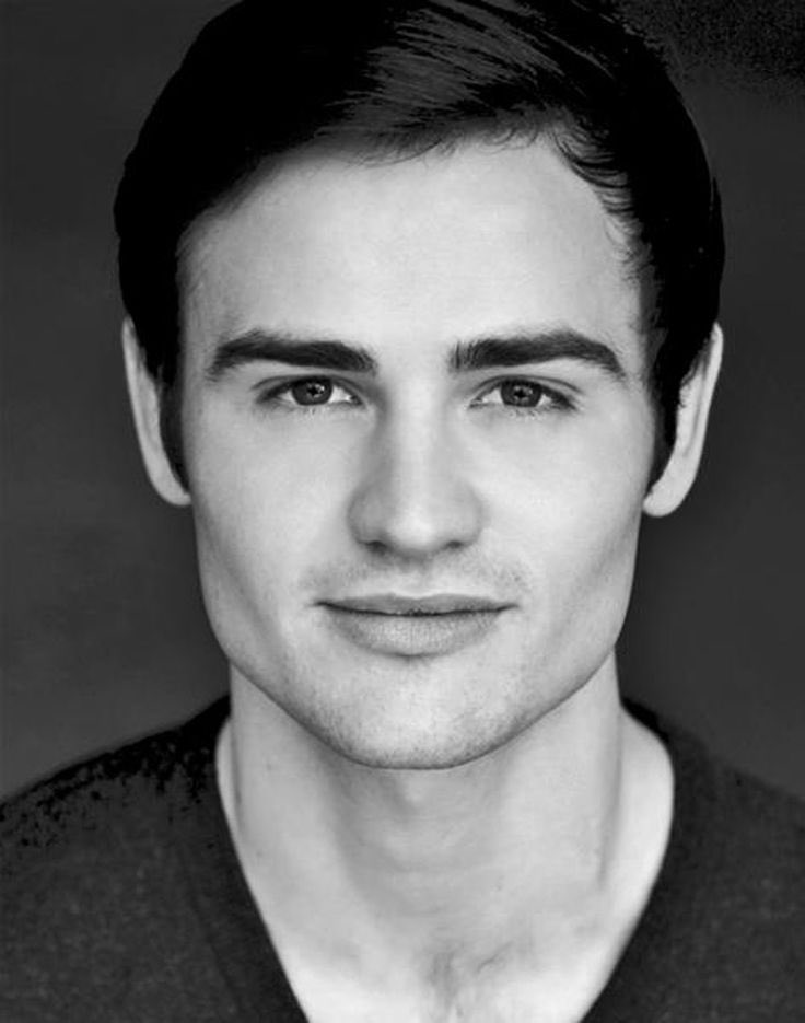 Michael Auger from @Collabro on @965RadioWave after 4 talking about their charity single https://t.co/eMtalnGP3W https://t.co/UuRsMmyffr