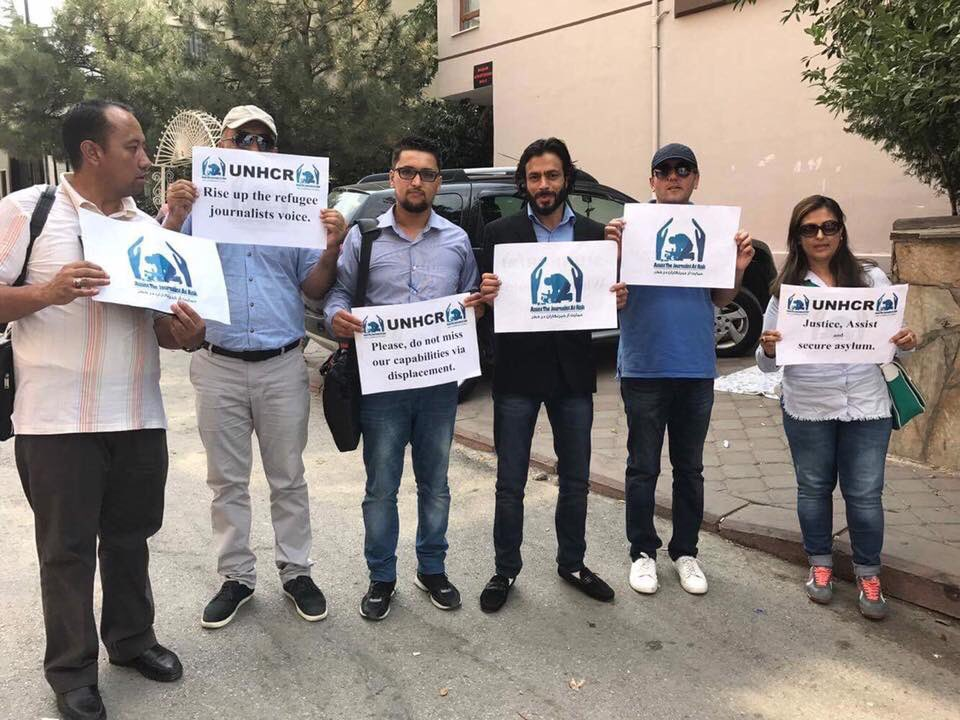 #Journalists who escaped from #Afghanistan because of threats are protesting in front of the @UNRefugeeAgency in #Ankara demanding help.<br>http://pic.twitter.com/Ugwyb8gkqH