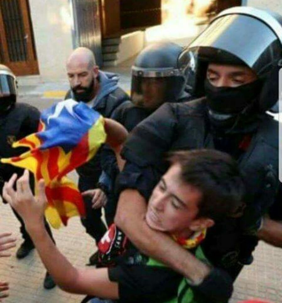 Anti-democratic armed Spanish police using force against pacifists democrats in #Europe  #CatalonianReferendum #UE #EuropeanUnion<br>http://pic.twitter.com/ReD5686FJ6