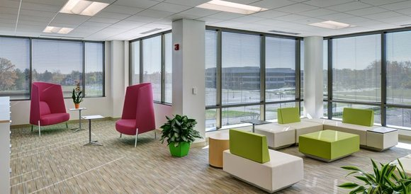 Employers create homey workplaces to attract and please millennials  #workplacedesign #workstyles #thirdspace  http:// bit.ly/2fAVVB7  &nbsp;  <br>http://pic.twitter.com/DHb9wRp9k5