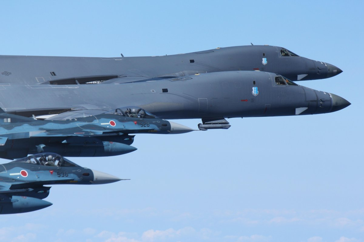 #AirForce, #Marines join Japanese &amp; #ROK air forces in show of force in response to North Korean missile launch  http://www. pacaf.af.mil/News/Article-D isplay/Article/1314027/japanese-korean-and-us-aircraft-conduct-show-of-force-in-response-to-north-kore/ &nbsp; … <br>http://pic.twitter.com/jOYJSwkpPu