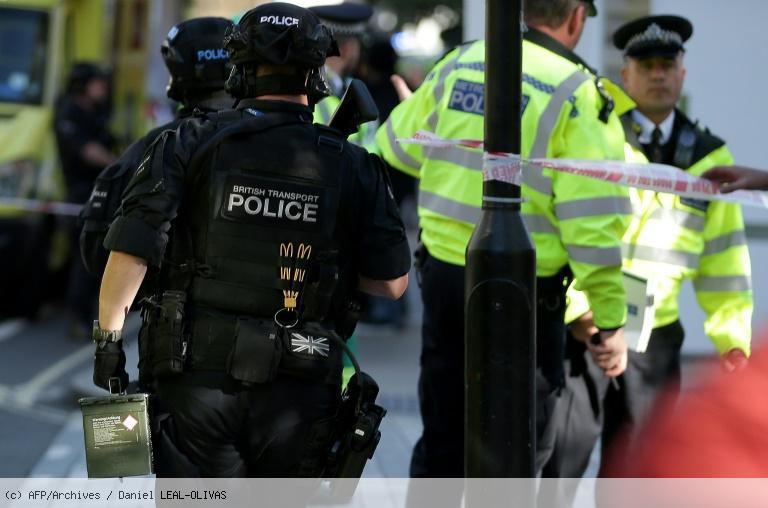Attentat de Londres: deux nouvelles arrestations https://t.co/mAs7f9NvpJ