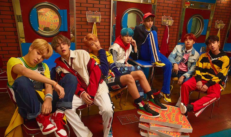 "#BTS Sets New First Day Album Sales Record With ""Love Yourself: Her""  https://www. soompi.com/2017/09/20/bts -sets-new-first-day-album-sales-record-love/ &nbsp; … <br>http://pic.twitter.com/JM6TazvOmk"