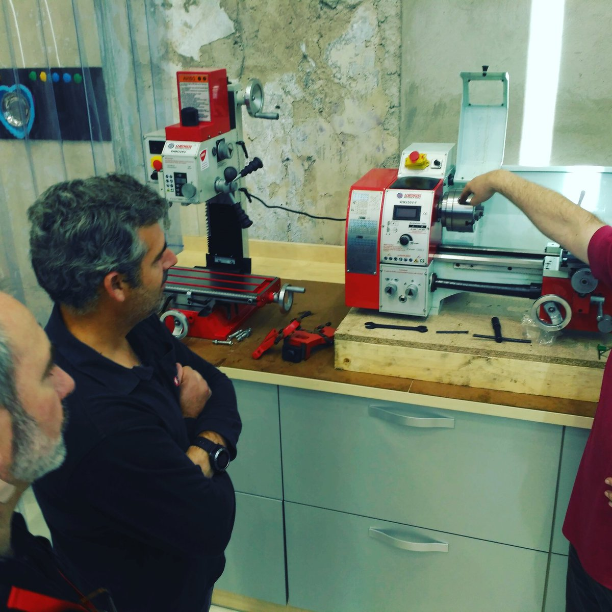 Learning about #lathe and #milling #machine @RemolacHackLAB  #fablab #makerspace #cnc #weiss #mecanization #metal #design #creative #manual<br>http://pic.twitter.com/p712qk4Pdj
