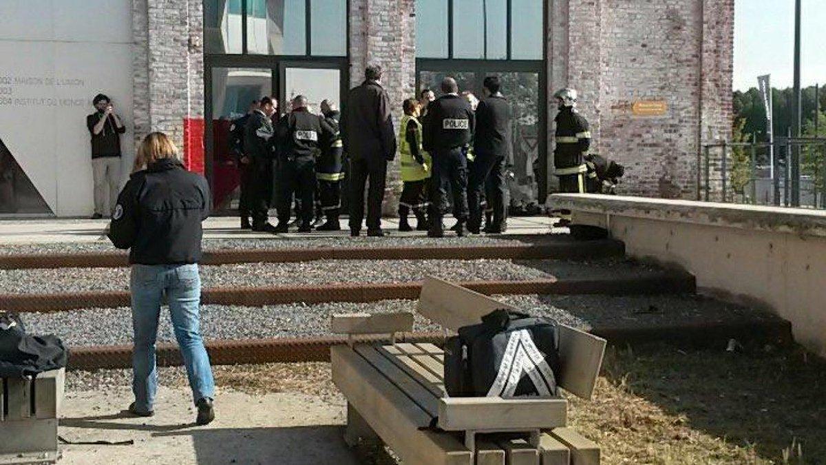 La Voix du Nord et Nord Éclair #Tourcoing #Roubaix évacuées après l'ouverture d'une lettre suspecte https://t.co/renFOqzLbh