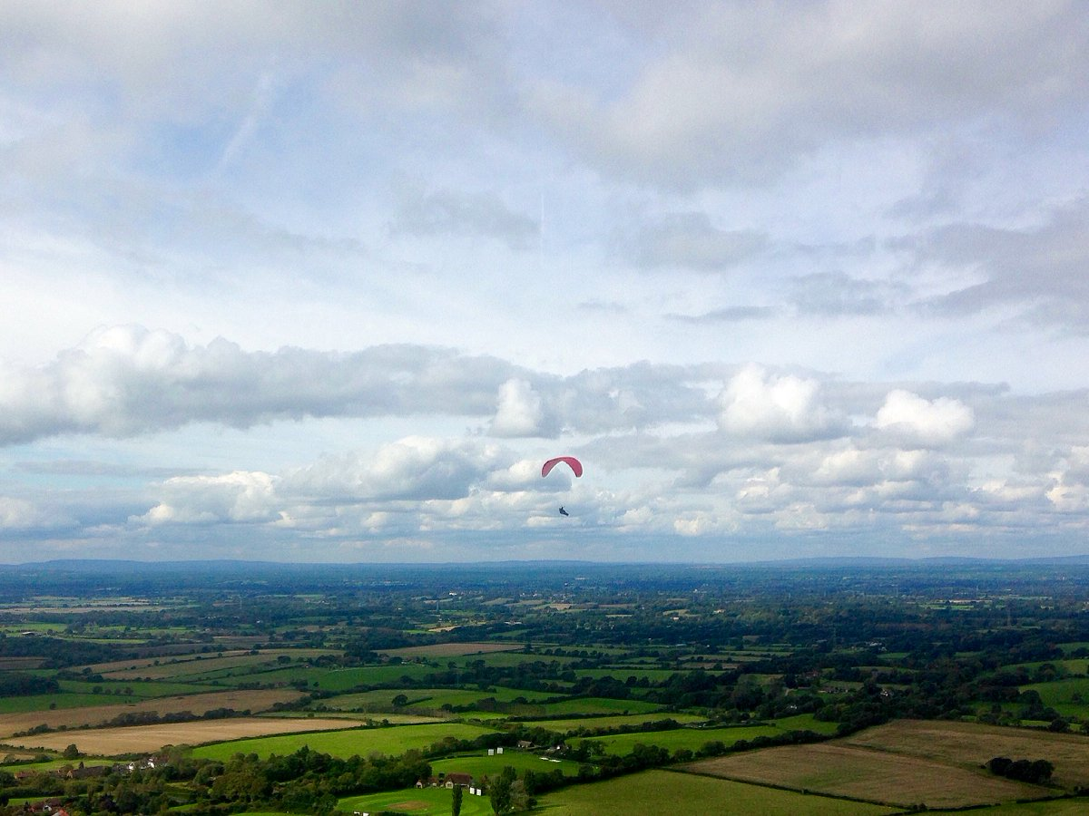 Peaceful solitude among the clouds above Devil&#39;s Dyke yesterday.. #Brighton #Hove @ThePhotoHour @StormHour @EarthandClouds #paragliding <br>http://pic.twitter.com/Fzg8Nhjoi8