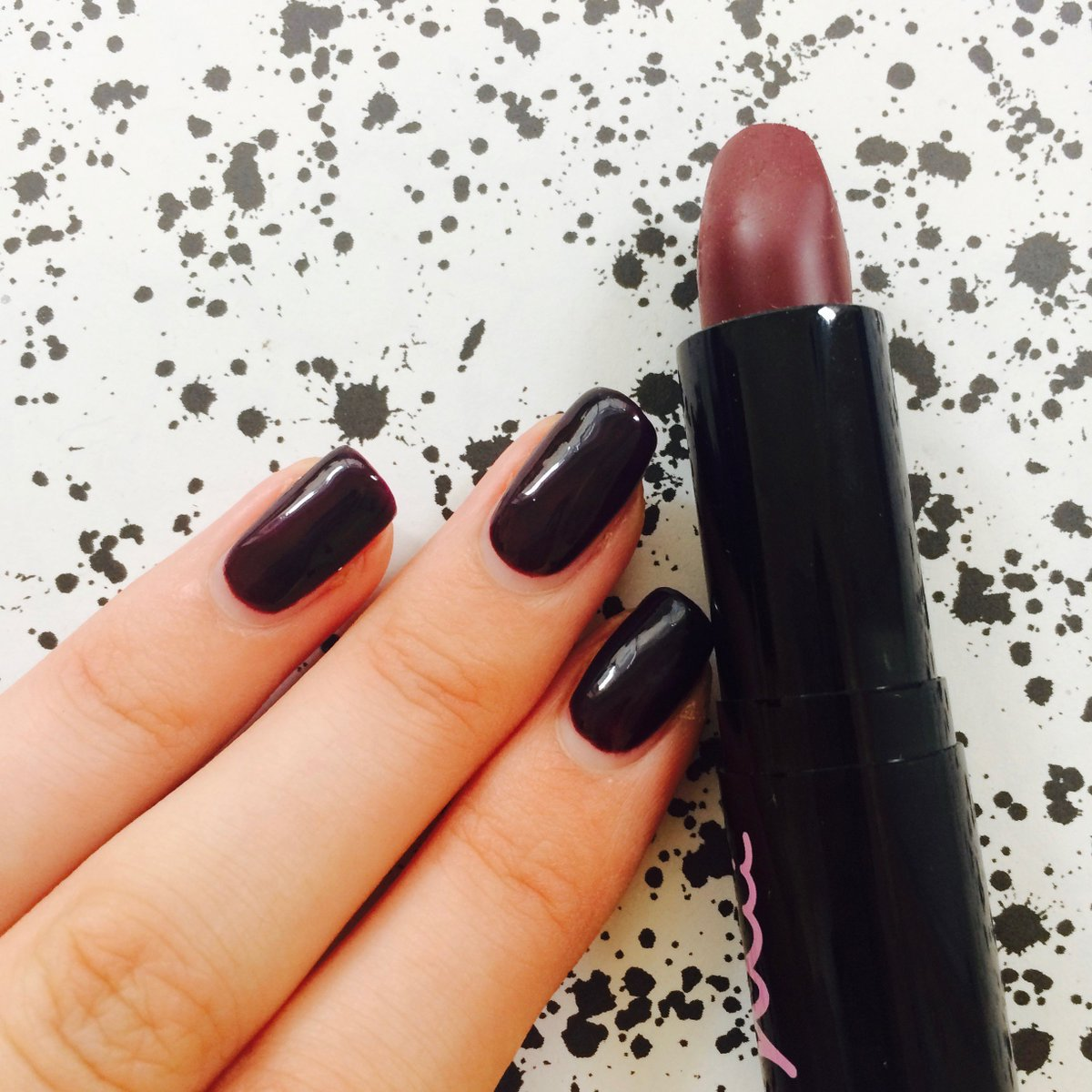 Nails and lips, nails and lips, our favourite at the moment! #nailbar #cnd @makeuplittlelab<br>http://pic.twitter.com/i5ukkSOqfu