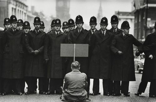 A lone anti-war protester confronts #police in Whitehall during the Cuban Missile Crisis, London, 1962. <br>http://pic.twitter.com/odE5POpIiR