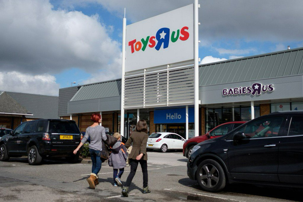 Toys 'R' Us struggles with $5 billion in debt, files for bankruptcy https://t.co/IBfXXR7Up4