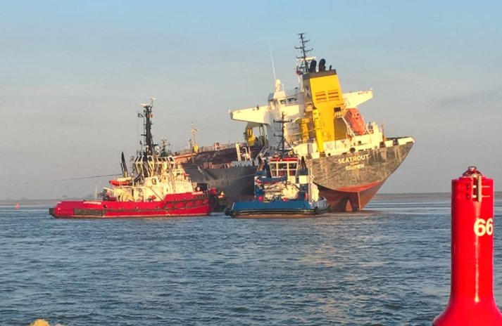 #Tanker Grounds after Colliding with #Bulker off #Antwerp  https:// goo.gl/fb/YLqkiC  &nbsp;   #Collision <br>http://pic.twitter.com/r5OebMkOq0