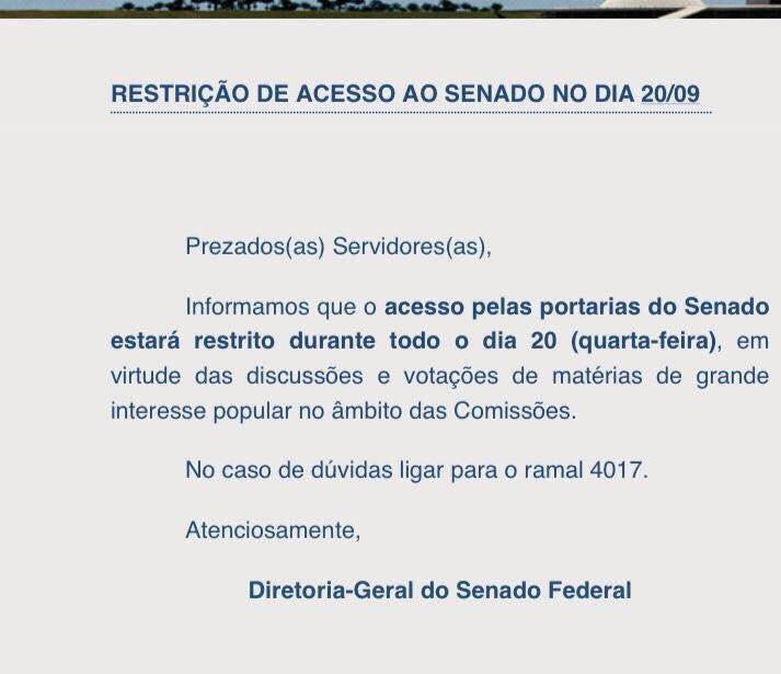 O povo não pode entrar porque vamos votar matérias importantes para o povo. Assinado: Senado da República da Bananalândia de Sucupira.