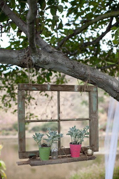 Old Window Hanging Garden Art -  http:// diy.viralcreek.com/old-window-han ging-garden-art/ &nbsp; …  #GardenArt #OldWindow #Repurposed <br>http://pic.twitter.com/i4PsR4EQtH