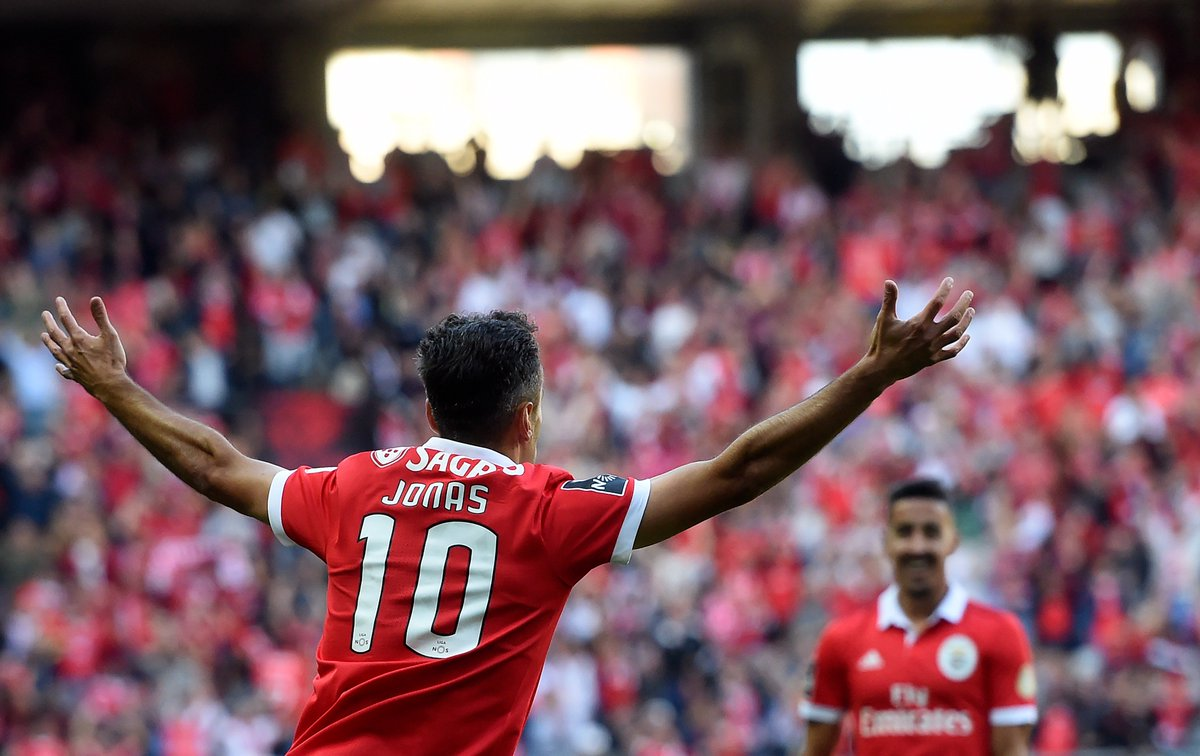 Jonas in 2017/18 for Benfica:  Games 8 Goals 8  On target in the #UCL next week? <br>http://pic.twitter.com/y1DVo9SLrP