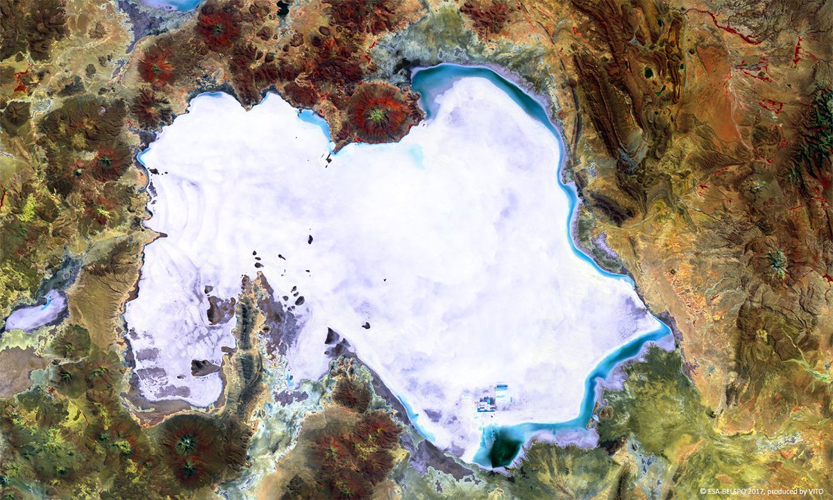 #Flatland as seen by Monet? No. This is #SalarDeUyuni, #Bolivia, the world's largest salt plain, imaged by #ProbaV:  http://www. esa.int/spaceinimages/ Images/2017/09/Proba-V_images_Salar_de_Uyuni &nbsp; … <br>http://pic.twitter.com/wyp0QvDE6Y