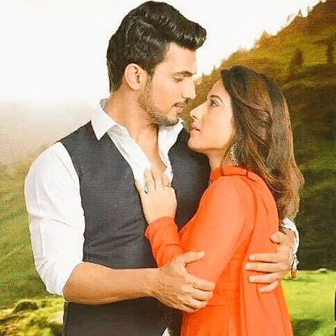 Finally the wait is over #IshqMeinMarjawan today @7:30! One nd half hour more #AllTheBest @alineha077 @sumaiya710 @ArjunBijlaniFC <br>http://pic.twitter.com/d0ruwoOuzI