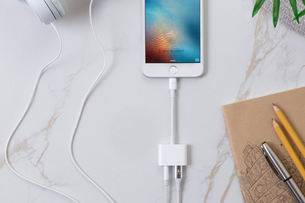 Belkin's iPhone dongle helps you listen while you charge https://t.co/OYNrkutuWj