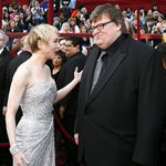 Renée was a staunch Michael Moore supporter at the 75th Academy Awards March 23, 2003 #ReneeZellweger #MichaelMoore