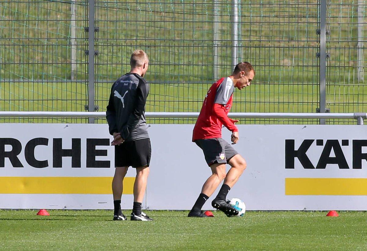 👀😁😁😁😜⚽️ @VfB #Training #focused #hb28 #holgerbadstuber https://t.co/33...