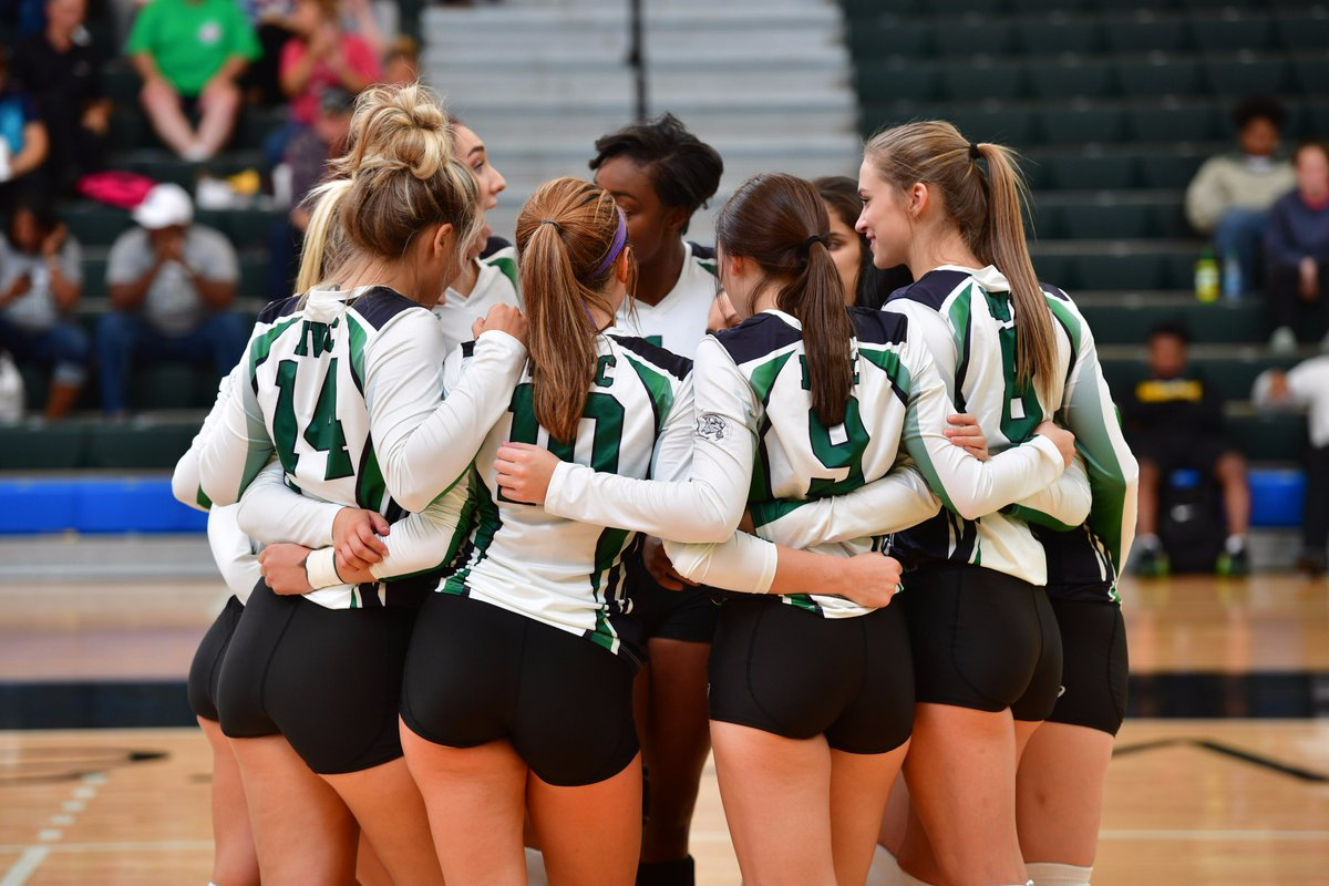 Cyclone #volleyball won in 3 sets vs. Lake County. Men's #soccer lost 4-2 vs. Waubonsee. Women's #tennis fell to McHenry County. Cyclones!<br>http://pic.twitter.com/65H6WCQSrJ