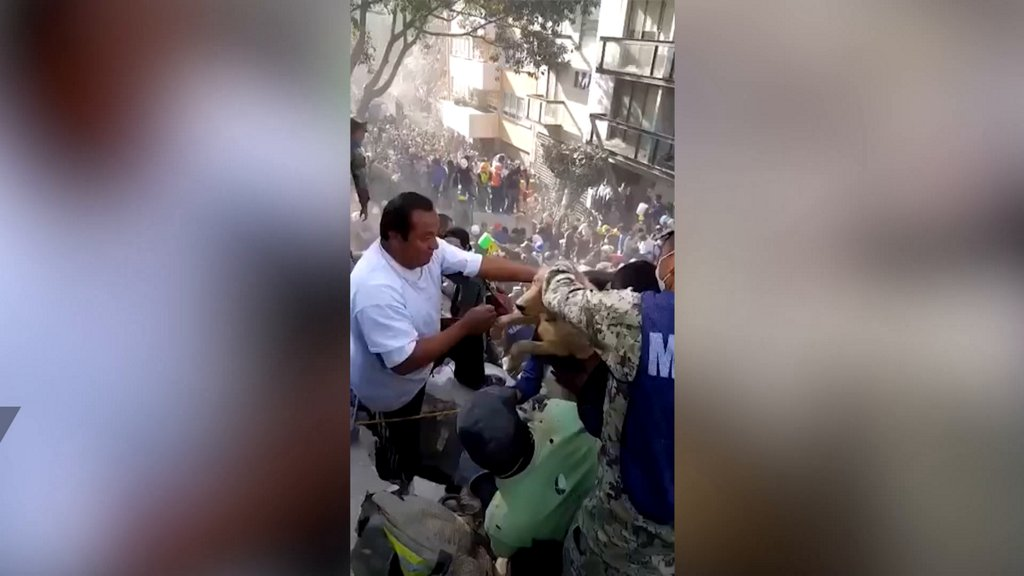 Video shows dog being pulled to safety following earthquake in Mexico https://t.co/uYPguwBw1A