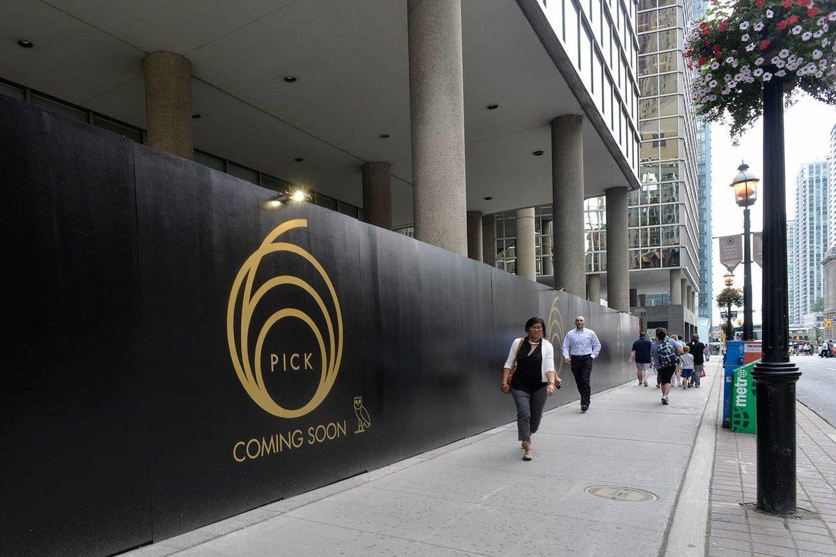 #Drake&#39;s new #Toronto restaurant is going to serve sushi  http:// bit.ly/2hhQCq4  &nbsp;  <br>http://pic.twitter.com/z8e3VkW3fP