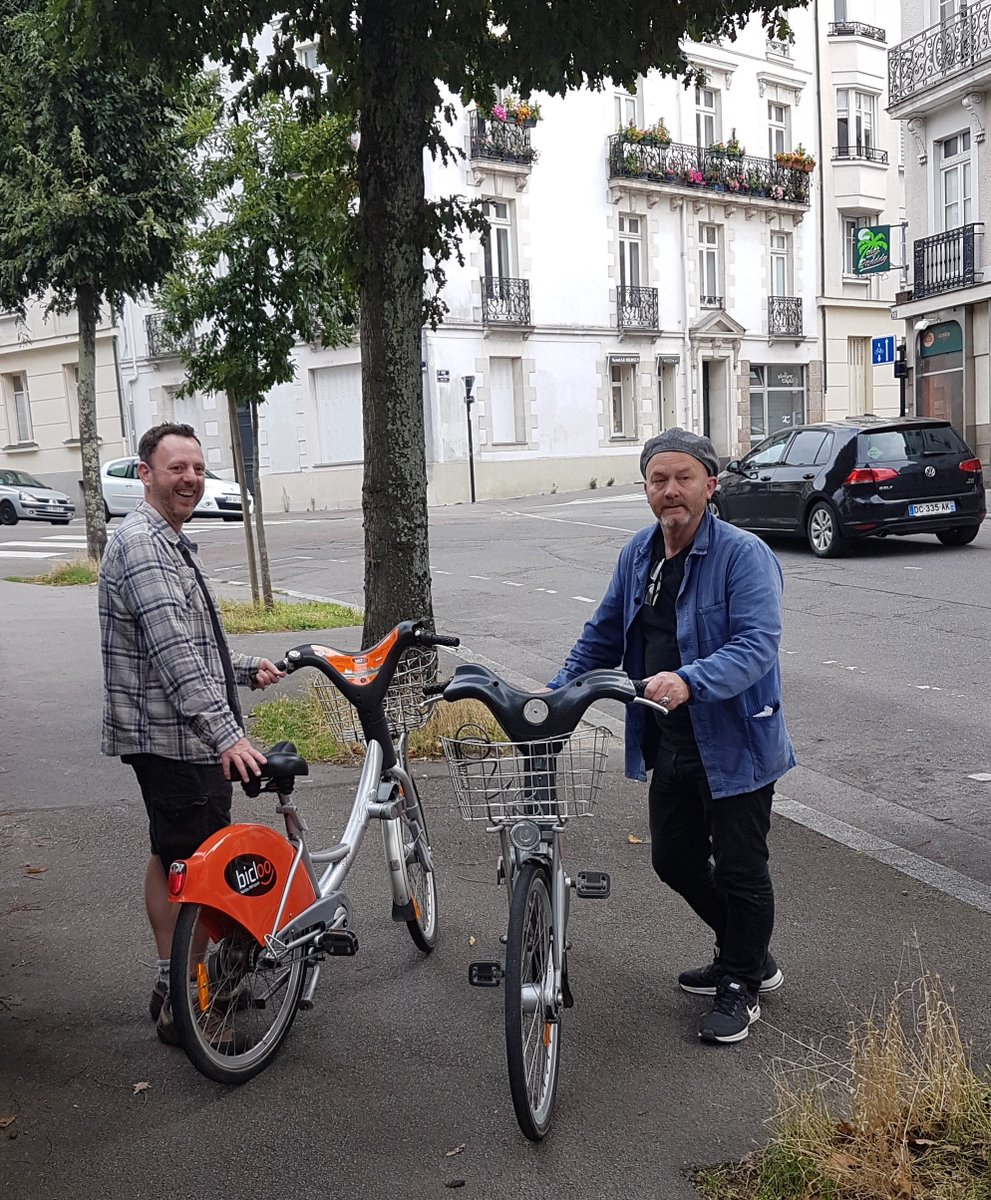 SACRÉ BLEU! We are TRES excited for Drew and Tee&#39;s adventure EN FRANCE CE SOIR! @QuestTV @DrewPritchard @Teeinavan #salvagehunters #FRANCE <br>http://pic.twitter.com/Ut0AWbsE4E