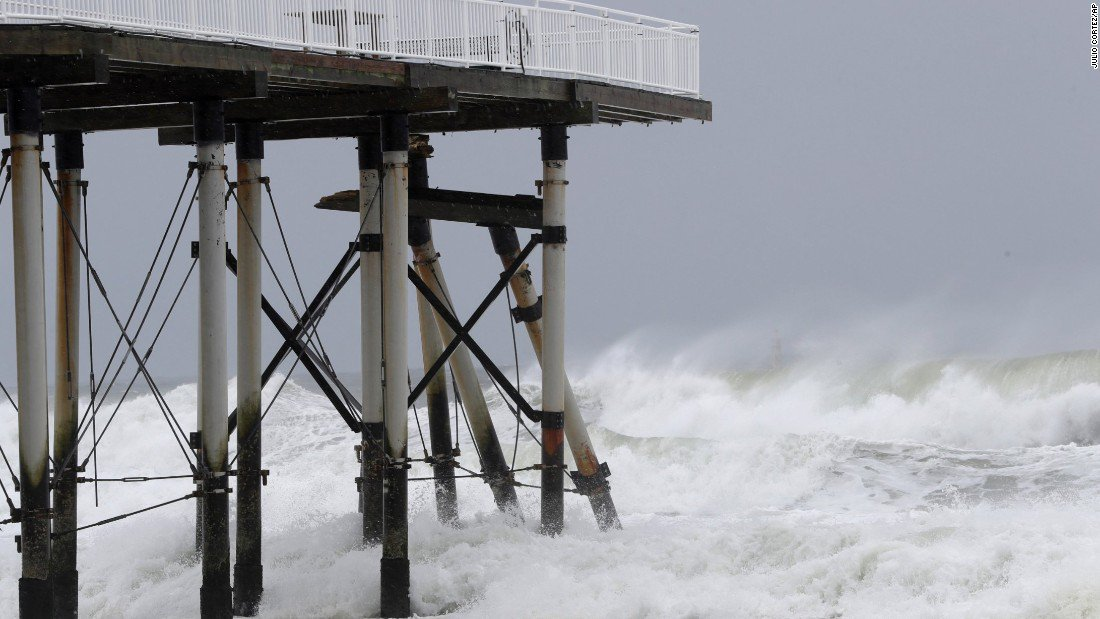 Tropical Storm Jose is still lurking in the northeastern US coast, packing winds of 65 mph & the threat of flooding https://t.co/fDKltSeRpK