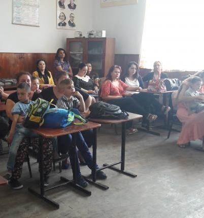 In #Ramnicelu #RO, #ROMACT CAG&amp; #school rep campaigned for #earlyeducation in #Roma community: 107 children registered to kindergarten!<br>http://pic.twitter.com/YLtzj6gIl9