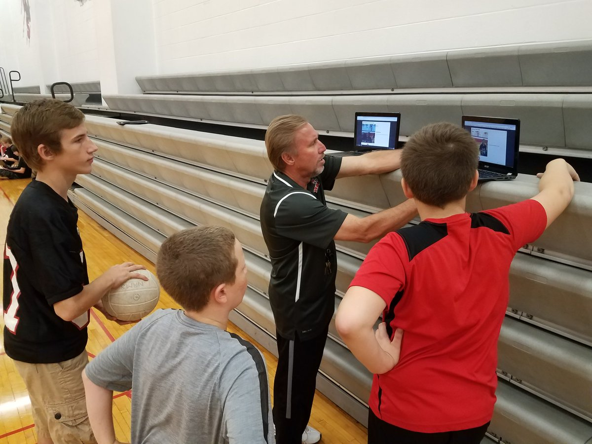 #BlendedLearning #volleyball stations in #PhysEd today with @merandae10 and @GLM307 using @Flipgrid @EDpuzzle and @GoogleForEdu #NREVSD<br>http://pic.twitter.com/Hk0W8qGfBk