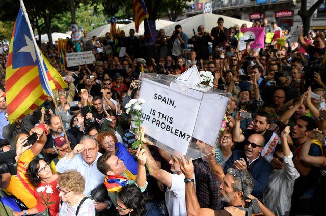 #Catalogne : aux projets d'autonomie, Madrid répond par la force https...